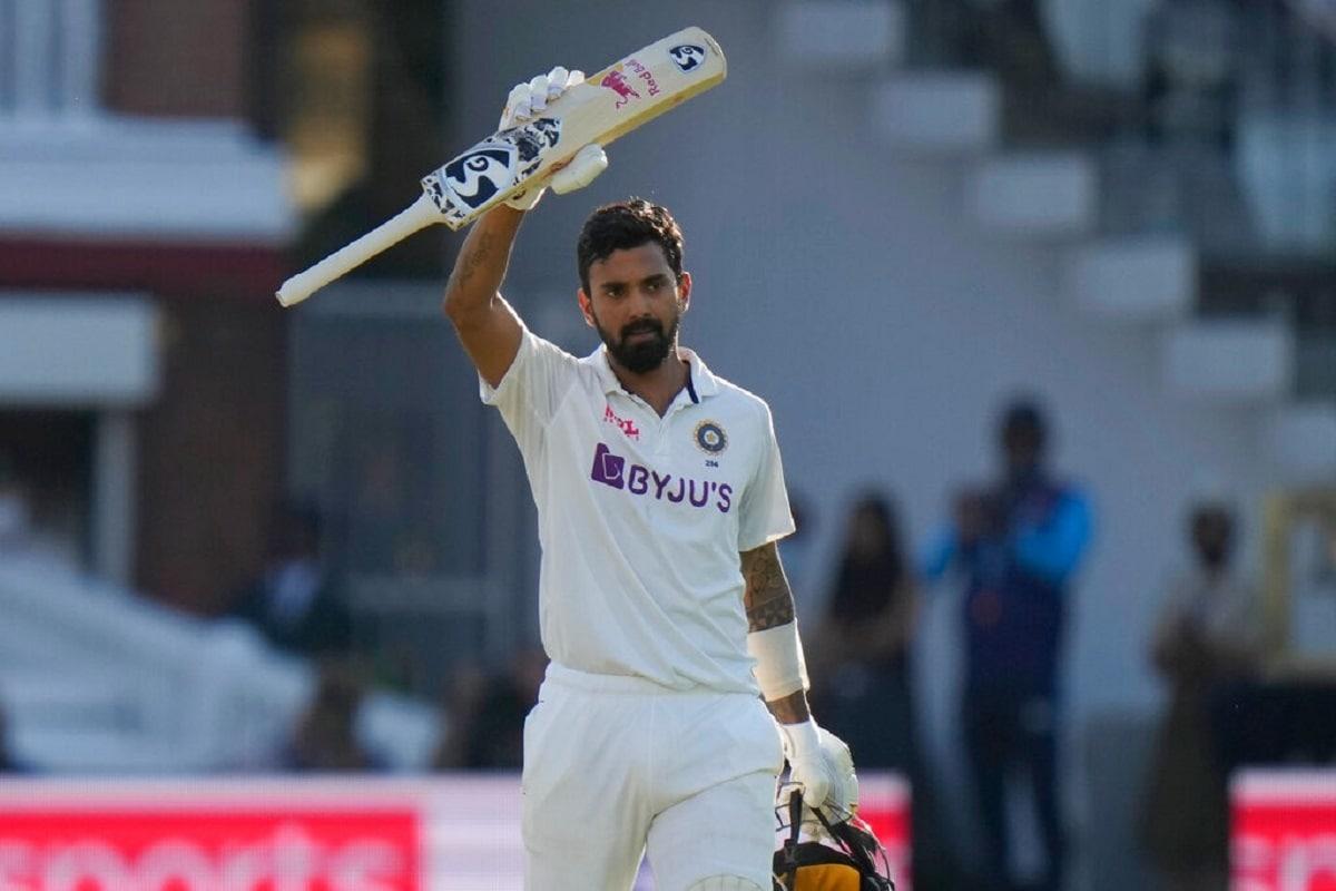 केएल का टेस्ट मैचों में छठा शतक हैं. इंग्लैंड के खिलाफ यह उनका तीसरा शतक है. केएल राहुल लॉर्ड्स में टेस्ट शतक बनाने वाले तीसरे भारतीय ओपनर बन गए हैं. उनसे पहले वीनू मांकड़ और रवि शास्त्री इस मुकाम तक पहुंचने वाले अन्य दो खिलाड़ी हैं. राहुल सबसे अधिक टेस्ट शतक बनाने के मामले में भारतीय बल्लेबाजों में 24वें नंबर पर हैं. एमएस धोनी और मंसूर अली खान पटौदी भी 6-6 शतक लगा चुके हैं. (PIC : AP)