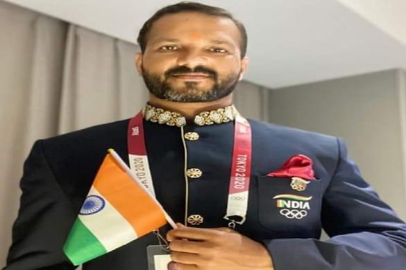 टोक्यो ओलंपिक में इतिहास रचने वाली भारतीय हॉकी टीम के कोच पियूष दुबे हाथरस के रहने वाले हैं.
