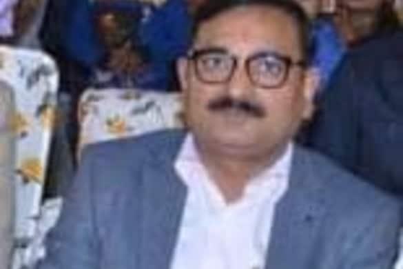 UP बेसिक शिक्षा विभाग के विशेष सचिव का अश्लील Video Viral, अब कहा- हनीट्रैप में फंसा