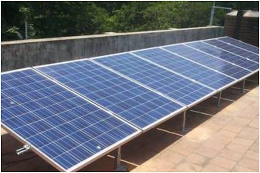 परियोजना के तहत घरों की छत पर सोलर पैनल लगवाए जाएंगे. इससे करीब 669 मैगावाट बिजली का उत्पादन होगा. (फाइल फोटो)