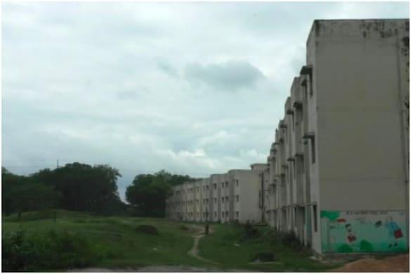 कांशीराम शहरी गरीब आवास योजना के तहत अमेठी में 518 फ्लैट बने थे.