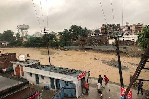 उत्तराखंड और हिमाचल प्रदेश के नदी-नालों पर अतिक्रमण की समस्या बढ़ रही है.
