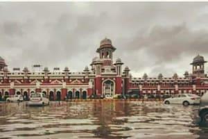 Lucknow डूब रहा है! मौसम विभाग ने जारी किया रेड अलर्ट, नहीं थम रहा बारिश का कहर, देखें Photos