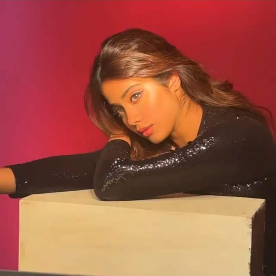जाह्नवी कपूर (Janhvi Kapoor) की इस तस्वीर पर फैंस खूब कमेंट अपना प्यार लुटा रहे हैं. फोटो साभार: @JanhviKapoor Instagram