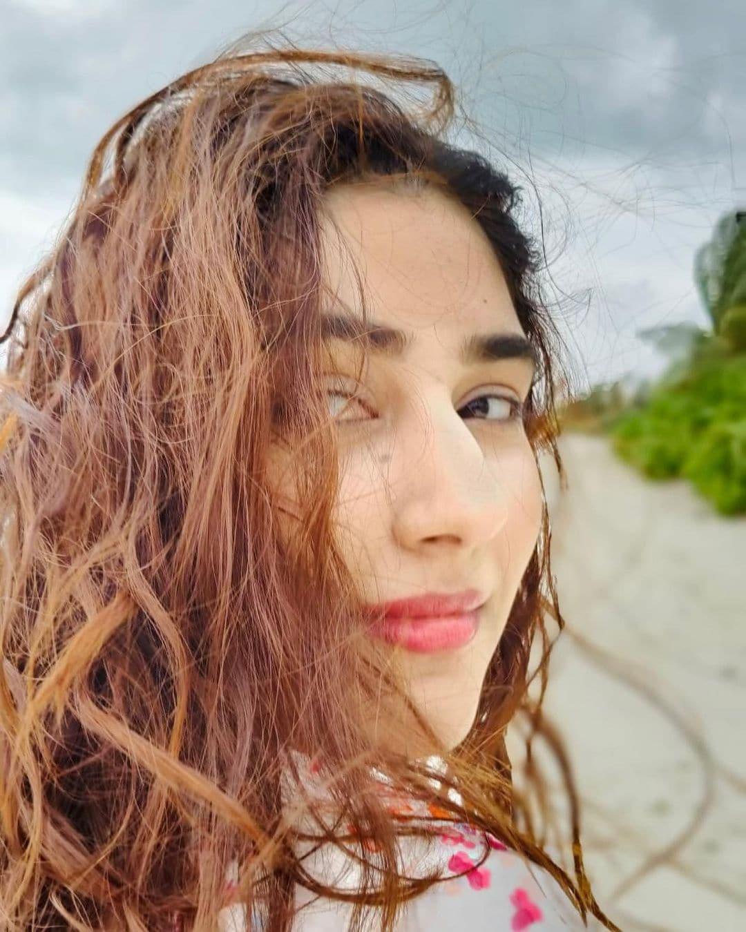 दिशा ने अपने इस हनीमून की कई रोमांटिक तस्वीरों को अपने फैंस के साथ शेयर कर रहीं हैं. फोटो साभार- @dishaparmar/ Instagram