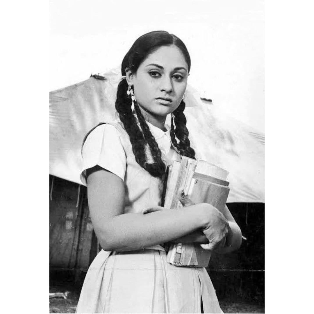 जया बच्चन ने हिंदी और बंगाली फिल्म इंडस्ट्री में भी किया है. (फोटो साभार: @bachchan/instagram)