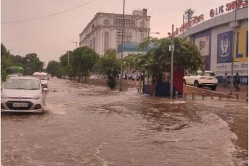 Delhi-NCR में इस पूरे हफ्ते बारिश जारी रहेगी.