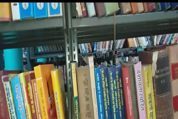 सीसीएसयू लाइब्रेरी में रखी हिंदी की किताबें