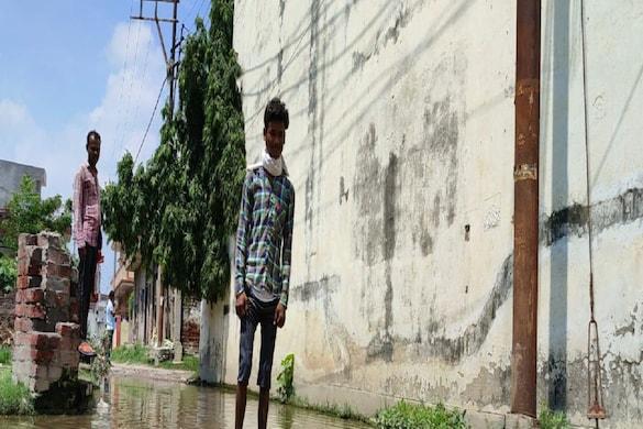 The road of Mahmanapuri coloni became a pond