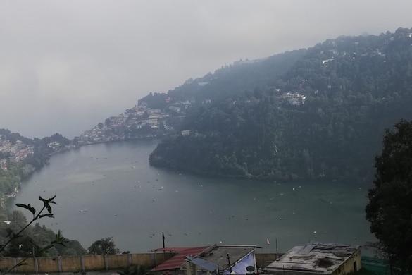 नैनीताल की झील का आकार आम जैसा है.