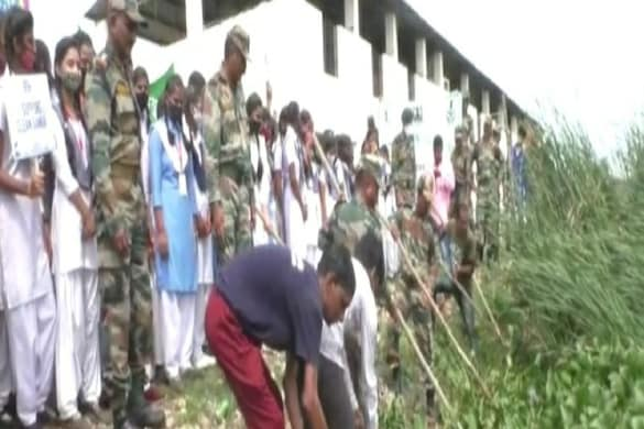 Mission Cleanliness of Army personnel cleaning of ponds started