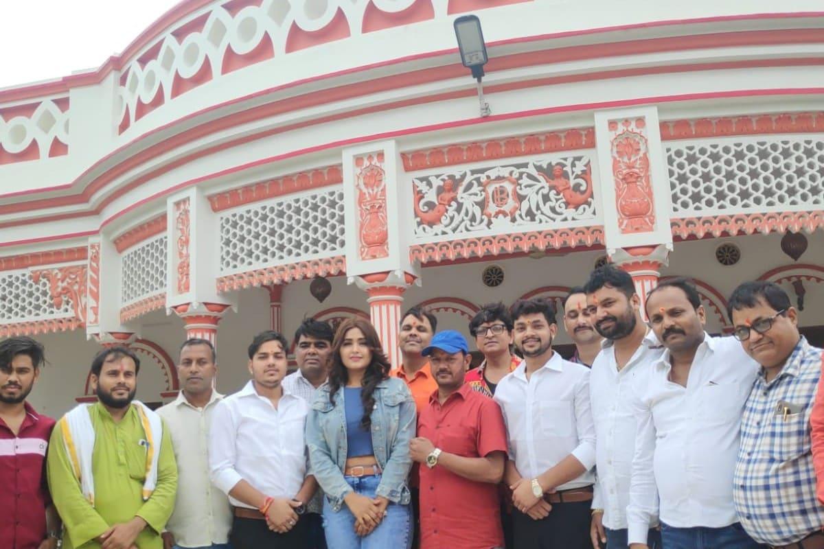 अगर फिल्म 'तू मेरी मोहब्बत है' की स्टार कास्ट की बात की जाए तो अंकुश राजा और काजल राघवानी के अलावा इसमें देव सिंह, आनन्द मोहन, जफर खान, रश्मि शर्मा, रागिनी राय, गुड़िया, राहुल श्रीवास्तव, पारितोष कुमार, धर्मेन्द्र श्रीवास्तव, अमित राज जायसवाल अहम भूमिकाओं में नजर आने वाले हैं.