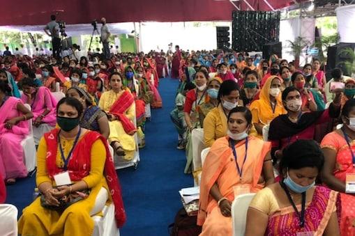 मध्य प्रदेश में आजीविका मिशन से जुड़ी महिलाओं के लिए सीएम शिवराज सिंह चौहान ने बड़ी घोषणा की.
