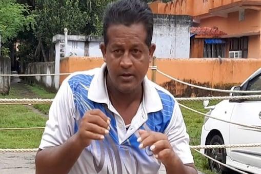 Boxer Birju Shah: आर्थिक कठिनाइयों के चलते मशहूर मुक्केबाज बिरजू शाह सिक्योरिटी गार्ड की नौकरी करने को मजबूर हैं. (न्यूज 18)