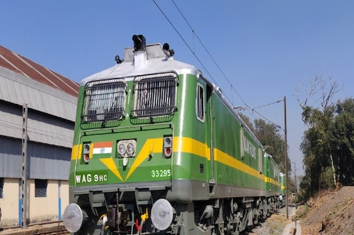 इन ट्रेनों के आगमन/ प्रस्थान समय में प्रारंभिक स्टेशनों से आंशिक परिवर्तन किया जा रहा है. (फाेटाे-Twitter MR Railway)