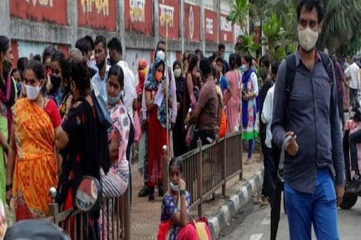 केरल में पिछले 24 घंटों में कोरोना के 19 हजार से ज्यादा मामले दर्ज किए गए हैं.