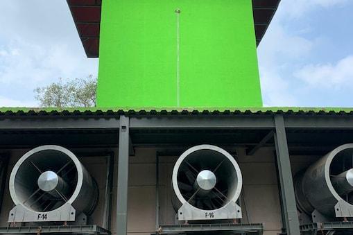 दिल्ली में स्मॉग टॉवर का ट्रायल सफल रहा है. इससे हवा को साफ करने में काफी मदद मिलने की उम्मीद है.