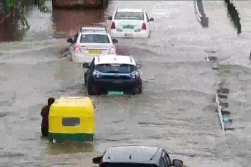 दिल्ली में इस साल बारिश रिकॉर्ड बनाने जा रही है. अब तक 1159.4 मिलीमीटर वर्षा दर्ज की जा चुकी है.