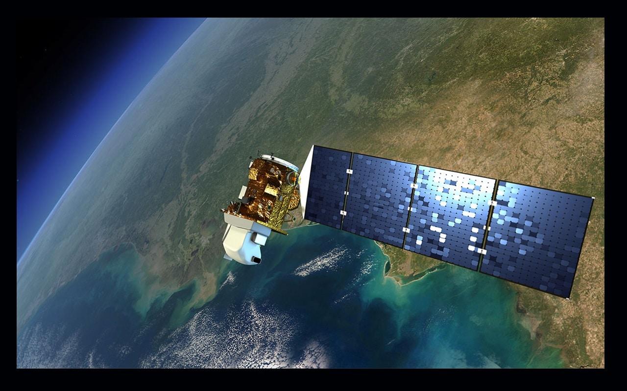 फिलहाल नासा (NASA) के लैंडसैट 7 और लैंडसैट 8 उपग्रह काम कर रहे हैं और उनकी कक्षा का स्वरूप हर 16 दिन का है, जिससे पृथ्वी (Earth) के हर जगह की तस्वीर हर 8 दिन में ली जाती है. नासा का कहना है कि लैंडसैट के उपकरण पृथ्वी का चक्कर लगाते हुए एक बार में 185 किलोमीटर लंबे हिस्से की तस्वीर लेते हैं. इसकी हर पिक्सल 30 मीटर बड़ी होती है. जो एक बेसबाल के मैदान के या एक अमेरिकी खेत के बराबर होता है. (तस्वीर: NASA's Goddard Space Flight Center)