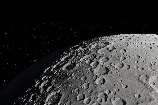 चंद्रमा (Moon) के क्रेटर की संख्या वैज्ञानिकों के इतिहास के आंकलन से मेल नहीं खाती है. (प्रतीकात्मक तस्वीर: shutterstock)