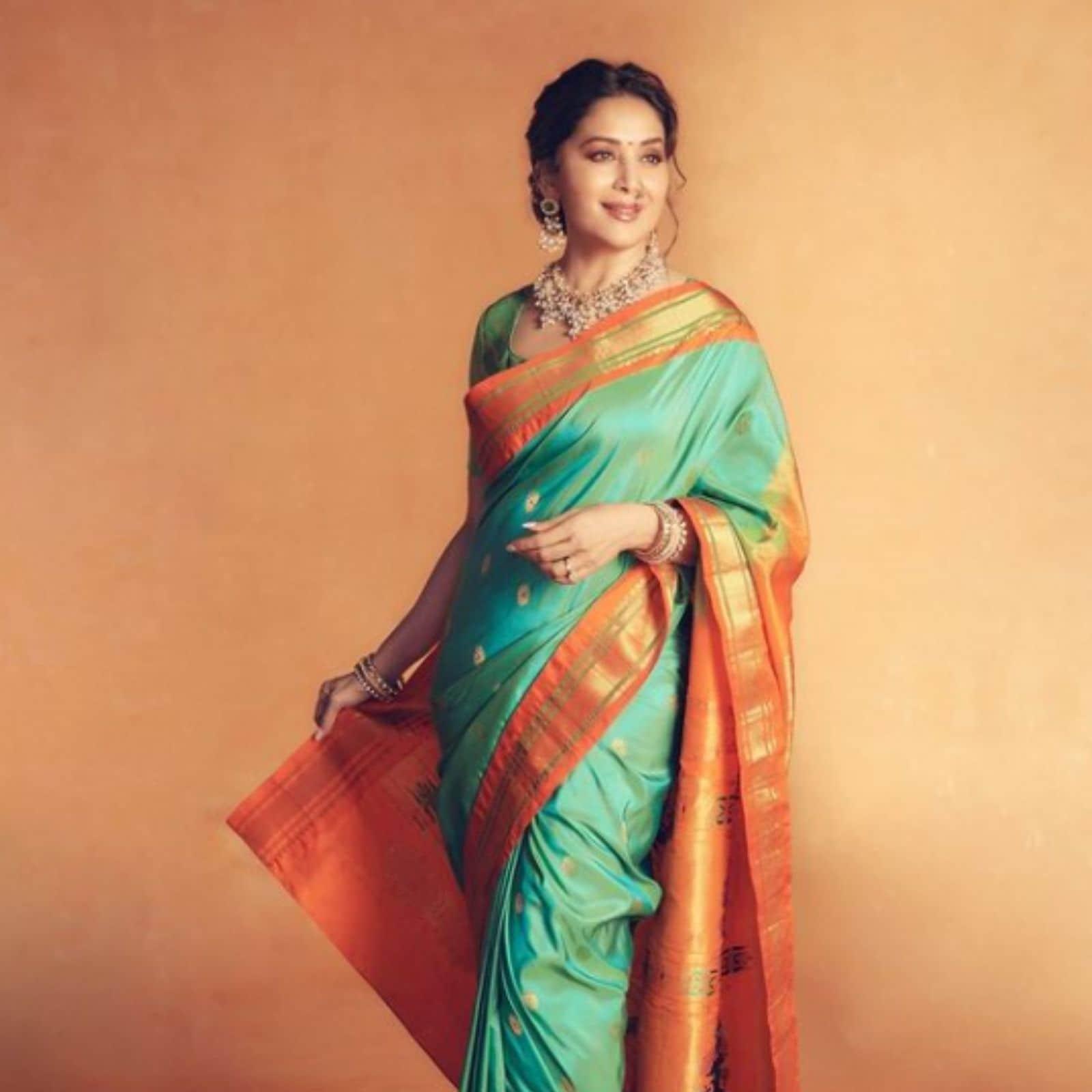 नवरात्रि के लिए आप माधुरी दीक्षित का ये ट्रेडिशनल स्टाइल कैरी कर सकती हैं. इस लुक के लिए आप फिरोज़ी चंदेरी सिल्क की साड़ी और चौड़े लाल बॉर्डर की साड़ी पहनें. इसके साथ नाक में बड़ी नथ, गले में पसंदीदा नेकलेस, हाथों में चूडियां और कानों में भारी झुमके पहनें. (Image- Instagram/ Madhuri Dixit Nene)