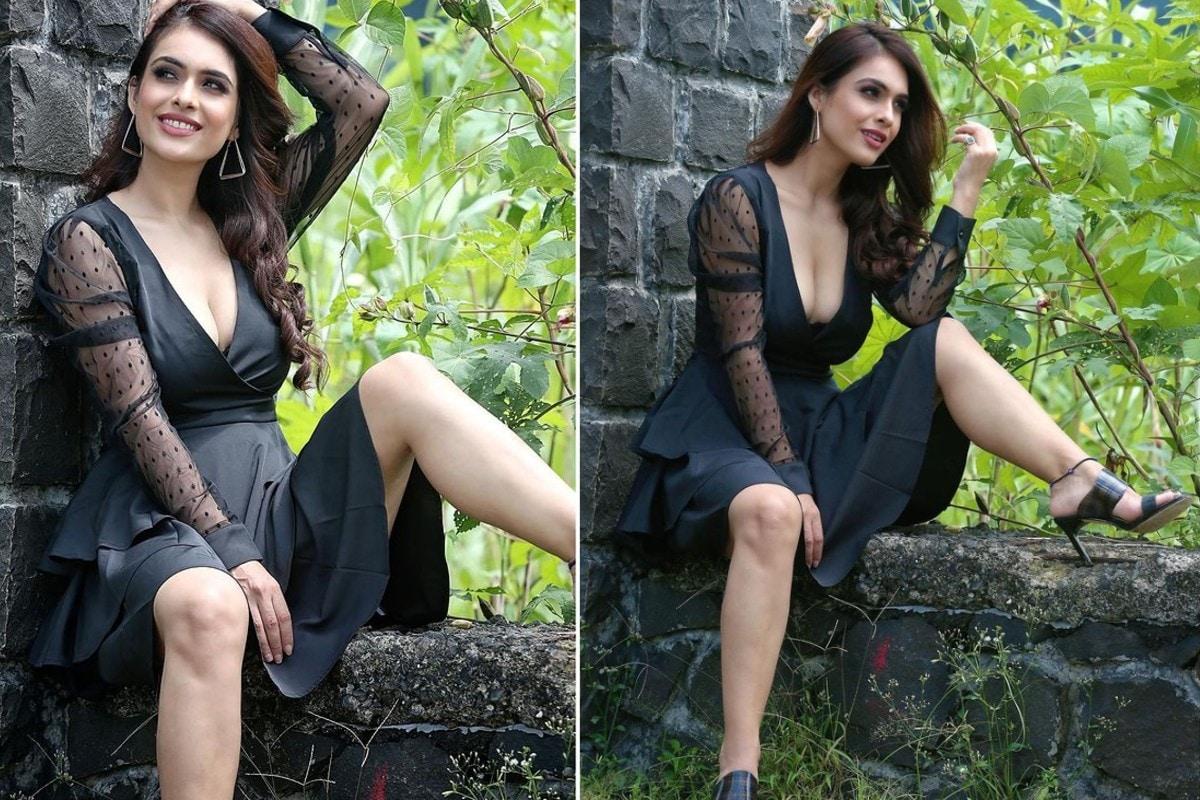 नेहा मलिक ने एक के बाद एक कई पोस्ट्स इंस्टाग्राम पर शेयर किए हैं, जिसमें वो ब्लैक कलर की डीप नेक ड्रेस में नजर आ ही हैं और अपनी बोल्ड अदाएं (Neha Malik Bold look) फ्लॉन्ट कर रही हैं.