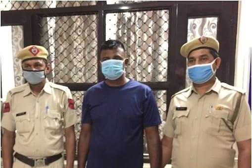 सदर थाना पुलिस ने रिटायर्ड फौजी को गिरफ्तार कर लिया है.