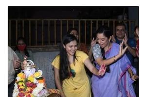 अनुपमा में 'गणपति बप्पा मोरया' के जयकारों के साथ हुई बप्पा की विदाई, देखें सेट की Unseen Pics