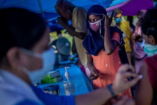 स्वास्थ्य मंत्रालय ने कहा है कि कोरोना के बीच लोगों को इन बीमारियों से भी बचाना है. (सांकेतिक तस्वीर-AP)