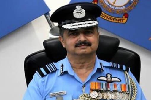 चौधरी 30 सितंबर को निवर्तमान वायुसेना प्रमुख आरकेएस भदौरिया की सेवानिवृत्ति के बाद पदभार संभालेंगे. (Photo: Twitter/@SpokespersonMoD)
