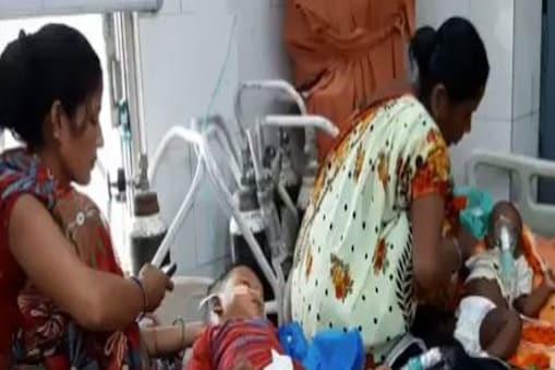 वायरल बुखार के बढ़ते मामलों से दिल्ली के अस्पतालों में बच्चों के बेड भी फुल होने लगे हैं. (File Photo)