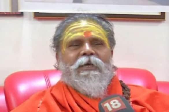 संदिग्ध हालात में महंत नरेंद्र गिरी की मौत के बाद पुलिस ने बारंबरी मठ को पूरी तरह से सील कर दिया है. (फाइल फोटो)