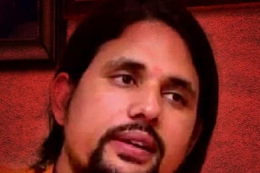 आनंद गिरी की गिरफ्तारी के लिए यूपी पुलिस उत्तराखंड पहुंच गई है.