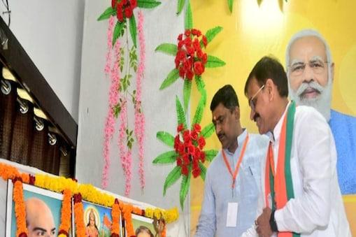 BJP में हर बूथ पर कम से कम एक एक्टिव कार्यकर्ता को जिम्मेदारी दी जा रही है जो सरकार की योजनाओं, पार्टी के कार्यक्रमों और एजेंडों का प्रचार प्रसार प्रमुख तौर पर कर सके