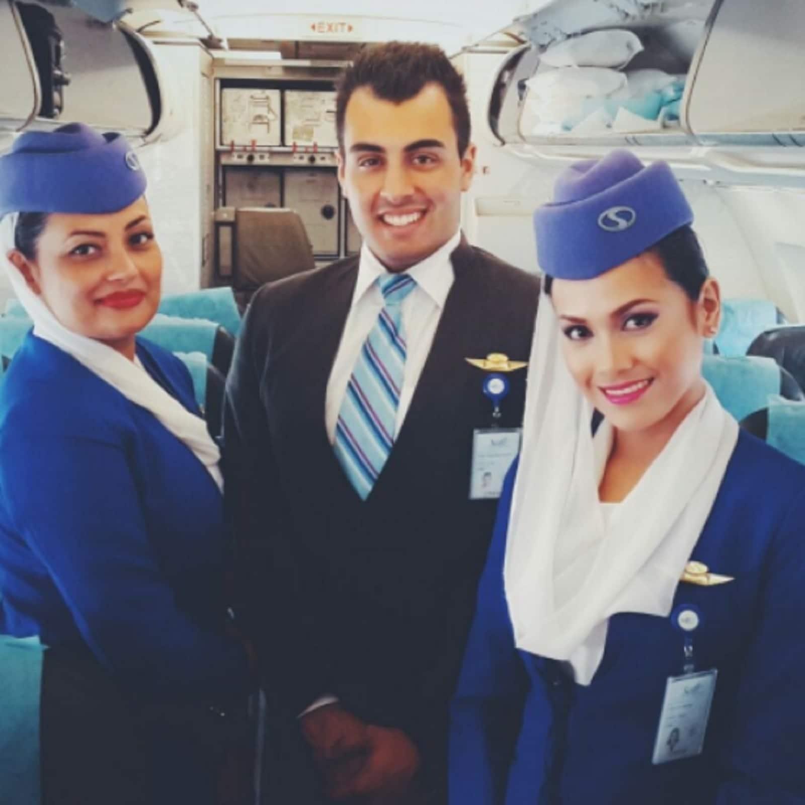 अफगानिस्तान की प्राइवेट एयरलाइंस सैफी इन दिनों बंद है. लेकिन ये माना जाता था कि उसने अपनी सेवा में खासी सुंदर और ग्लैमरस एयहोस्टेस की नियुक्तियां तो की हीं, साथ ही गाढ़े नीले रंग की उनकी ड्रेस भी खासी आकर्षक और स्मार्ट होती थी. अब ये अफगानिस्तान के लिए बीती बात बन चुकी है.