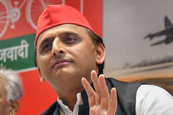 समाजवादी लोग सीधे हैं, सोशल मीडिया में BJP के 'ई-रावण' बैठे हैं: अखिलेश यादव