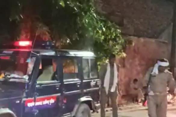 मौके पर पहुंची अलीगढ़ पुलिस ने घायलों को अस्पताल में भर्ती कराया.