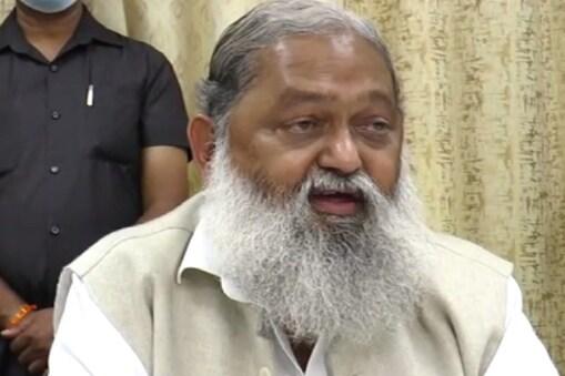 हरियाणा के गृह मंत्री अनिल विज ने पंजाब के सीएम कैप्टन अमरिंदर के इस्तीफे पर तंज कसा है.