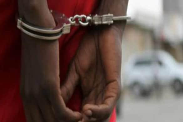 न्होंने बताया कि तस्करों के पास से पुलिस ने करीब 37 किलो 600 ग्राम गांजा (Hemp) बरामद किया है, जिसकी कीमत लगभग 25 लाख रुपए आंकी गयी है. (सांकेतिक फोटो)