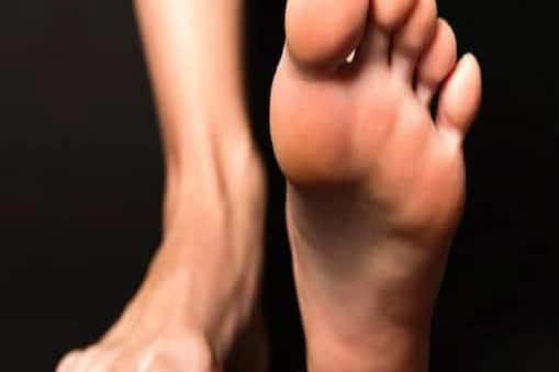 सर्वे में आए नतीजों के मुताबिक पुरुषों के पैरों का साइज़ उनकी वफादारी को लेकर कई रहस्य खोलता है. (सांकेतिक तस्वीर)