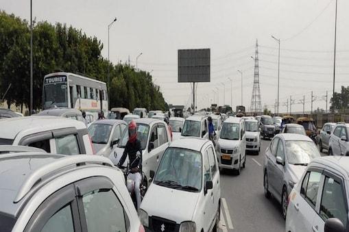 लुहारली टोल प्लाजा के पास कई कार चालकों संग लूट की घटनाएं हो चुकी हैं.
