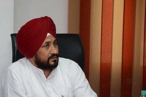 पंजाब कांग्रेस प्रभारी हरीश रावत ने चन्नी के मुख्यमंत्री बनने की घोषणा की.