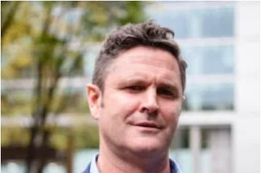 न्यूजीलैंड के पूर्व ऑलराउंडर क्रिस केर्न्स (Chris Cairns) ने सर्जरी के बाद पहली बार वीडियो मैसेज शेयर कर फैंस, डॉक्टरों का शुक्रिया अदा किया. (AFP)