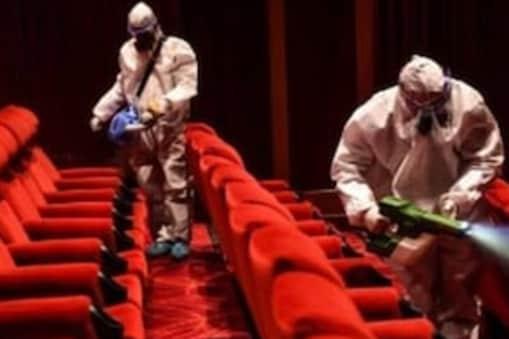देश में कोविड-19 (Covid-19) मामलों के कम होने के बाद कई राज्यों में थियेटर खुलने लगे हैं. File Photo