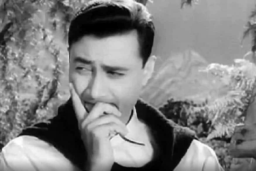 देवआनंद - बॉलीवुड के गोल्डेन ईरा के सदाबहार अभिनेता देव आनंद का निधन लंदन में हार्ट अटैक से हुआ. तब वो वहां नियमित चेकअप के लिए वहां गए हुए थे. देव आनंद ने 114 फिल्में कीं. बहुत सी फिल्में उन्होंने बनाई भी. उनका निधन 88 साल की उम्र में वर्ष 2011 में हुआ.