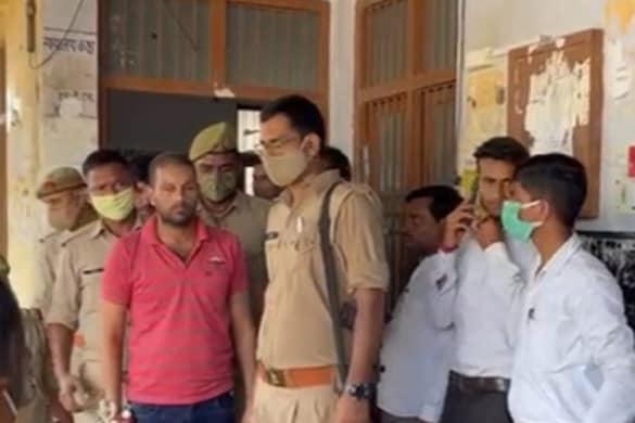 आरोपी को कड़ी सुरक्षा के बीच न्यायालय में पेश किया गया, जहां पर उसे फांसी की सजा सुनाई गई.