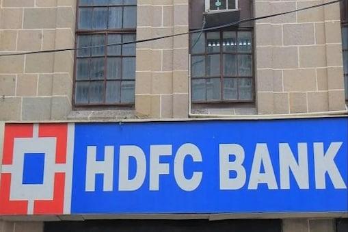 एचडीएफसी बैंक मिलेनिया डेबिट कार्ड के जरिए 400 रुपये से ज्यादा के ट्रांजैक्शन के लिए कैशबैक प्वाइंट अर्न किए जा सकते हैं.