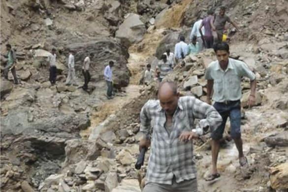 उत्तराखंड में रास्ते बंद होने से ग्रामीणों की समस्याएं बढ़ीं. (File Photo)