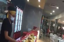 चिकन बर्गर के अंदर से निकली इंसान की अंगुली, सॉस में डुबाकर किया था सर्व!