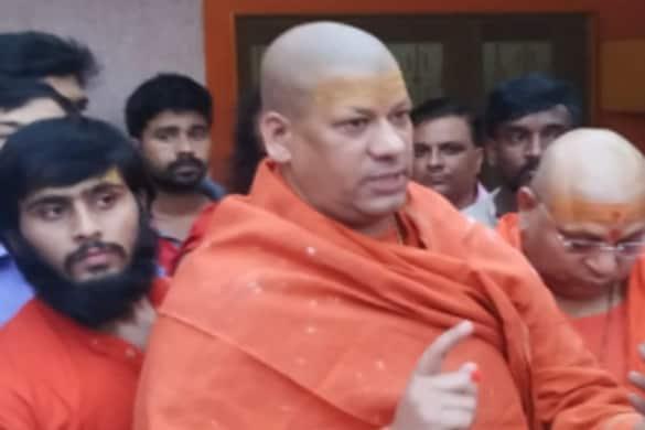 Prayagraj News: आचार्य महामंडलेश्वर कैलाशानंद ब्रह्मचारी ने श्री मठ बाघम्बरी गद्दी में पंच परमेश्वरों के साथ बैठक की.
